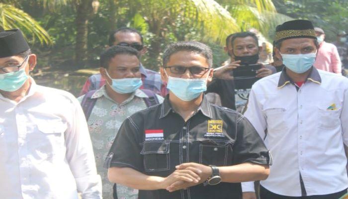 Calon Bupati Karimun, Iskandarsyah Bersama Rombongan Usai Mengunjungi Warga