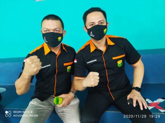 Ketua dan Humas Pengkot PBSI Tanjungpinang saat foto bersama