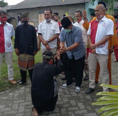Cawagub Kepri Nomor Urut 1 Iman Sutiawan saat disambut warga Bintan dengan tradisi Silat Melayu
