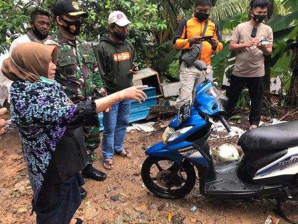 Walikota Tanjungpinang Rahma S.IP membantu perbaikan motor dan biaya warga dampak tanah longsor