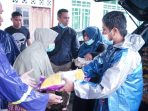 Walikota Tanjungpinang Rahma S.IP saat memberikan bantuan ke warga jalan Cendrawasih