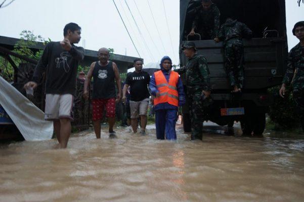 Walikota Tanjungpinang Rahma S.IP bersama rombongan pantau banjir di Tanjungpinang