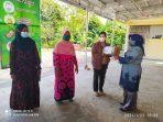 Walikota Tanjungpinang Rahma S.IP saat berikan bantuan ke warga di Tanjungpinang