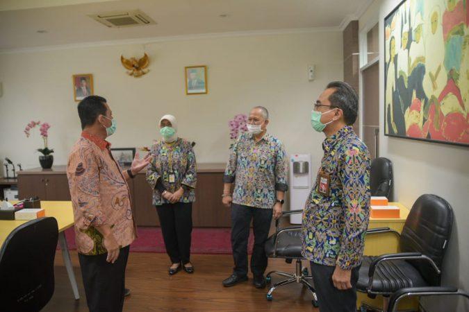 Gubernur Kepri H Ansar Ahmad saat bertemu Dirjen Kementerian PUPR di Jakarta