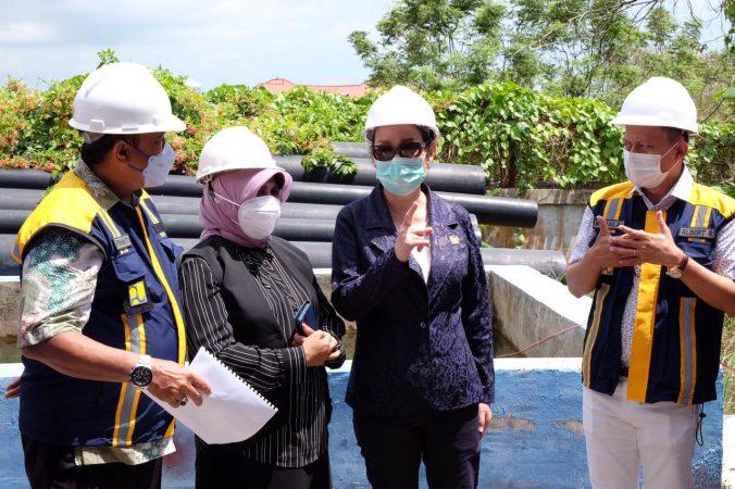 Walikota Tanjungpinang Rahma S.IP bersama Anggota Komisi V DPR RI Cen Sui Lan saat meninjau SWRO Batu Hitam