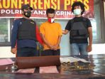 Pelaku Ar saat diperlihatkan beserta barang bukti (BB) kejahatan oleh Unit Macan Timur pada Press Relese di Mako Polsek Tanjungpinang Timur