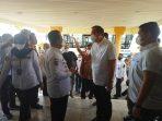 Gubernur Provinsi Kepri Ansar Ahmad saat menyambut rombongan Menteri RI di Bandara Hang Nadim