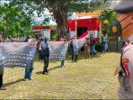 JRD saat demo di depan Kantor KPK , Jakarta