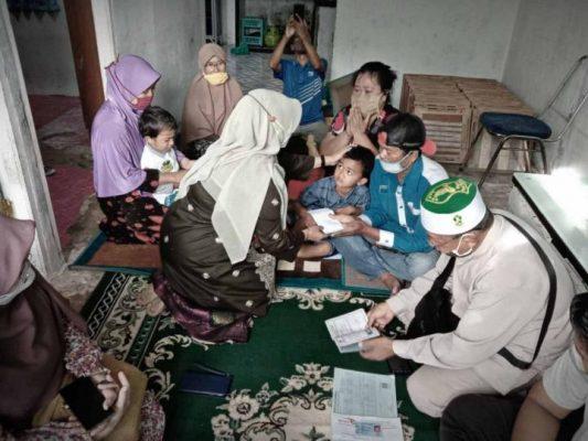 Walikota Tanjungpinang Rahma S.IP saat memberikan bantuan ke Keluarga Putri Aisyah