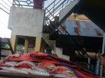 300 karung beras berat 5 Kg yang akan dibagikan ke warga desa