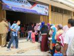 Warga saat antri Sembako Murah agenda tahuanan Pemko Tanjungpinang, Poto: Sebelum Pandemi Covid-19