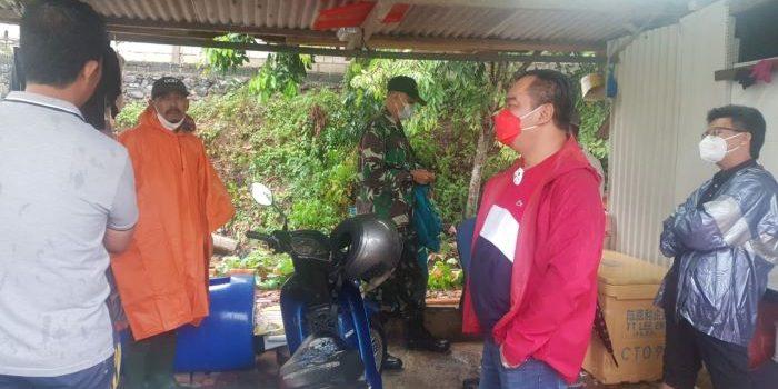 Ketua Komisi-III-DPRD-Kepri-Widiastadi-Nugroho Saat-Berbincang-Bincang-Dengan-Warga