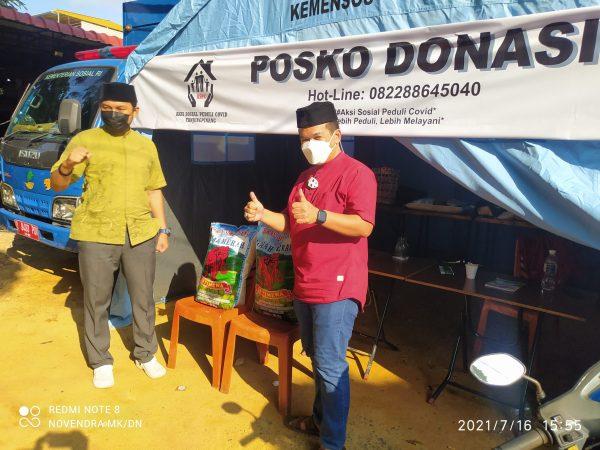 Bripka Zulhamsyah saat berikan bantuan 50 Kg Beras ke Ketua ASPEC Isnaini Bayu Wibowo