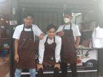 Owner Maratabak AI, Izar bersama dua rekannya Ozan dan Rahel