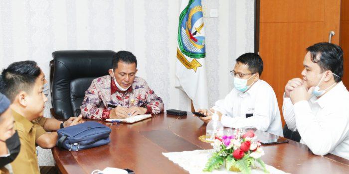 Gubernur Kepri Ansar Ahmad saat bertemu Manager ULP PLN Tanjungpinang di Batam